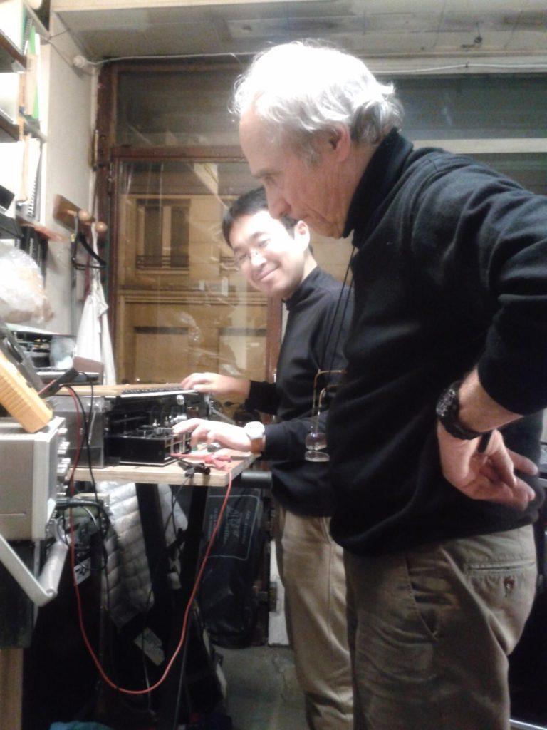 Jean-Loup Dierstein en compagnie d'un client japonnais à l'atelier