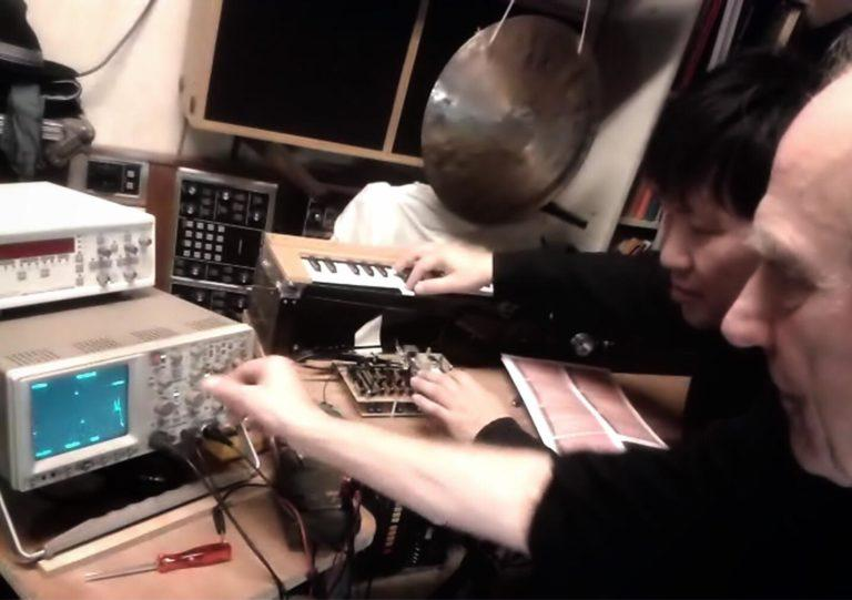 Jean-Loup Dierstein et Takeshi Tsuchiya à l'atelier